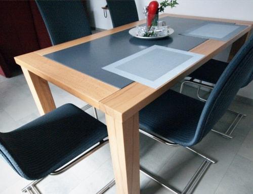 Holztisch mit Einlage (Staron)